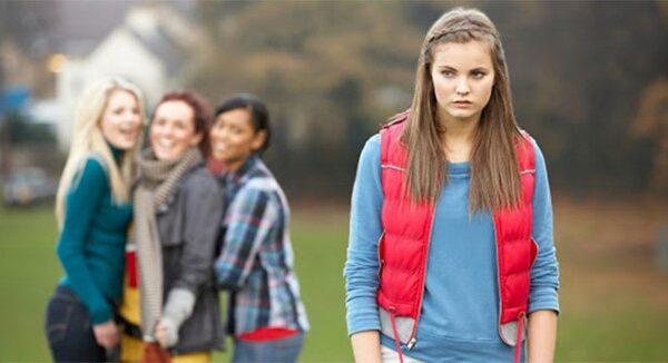 بررسی عامل حقارت و کمرویی در نوجوانان و راه حل ها